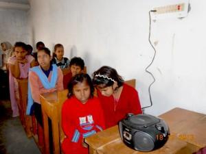 Chotti Kumari listening to Khirki Mehendiwali